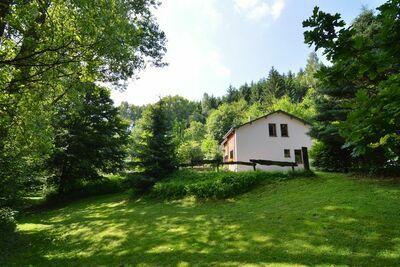 Maison de vacances confortable avec jardin à Noirefontaine