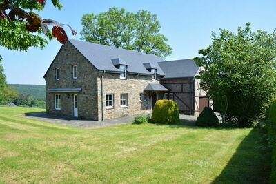 Villa spacieuse à Daverdisse avec grand jardin et vue magnifique