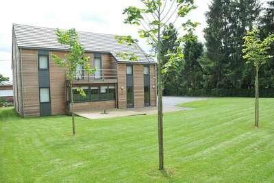 Maison de vacances contemporaine avec beau jardin à Durbuy