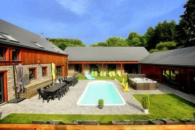 Villa tranquille à Manhay avec jacuzzi