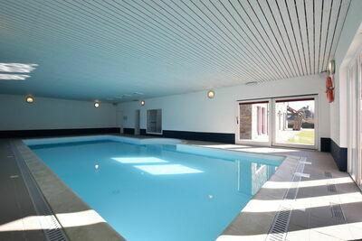 Maison de vacances à Tenneville avec piscine intérieure