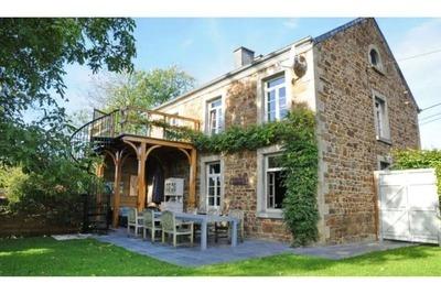 Maison de vacances confortable avec jardin située à Hotton