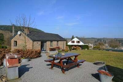 Maison de vacances luxueuse avec jardin située à Hotton