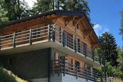 Chalet paisible à La Tzoumaz avec vue sur la montagne