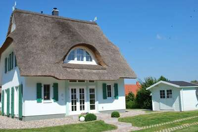 Maison de vacances au toit de chaume à Rerik avec terrasse