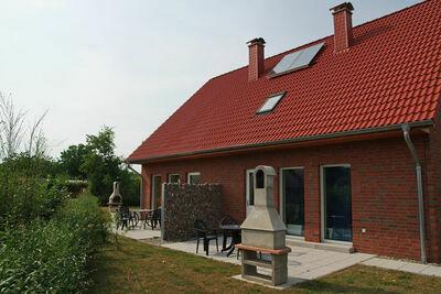 Maison de vacances avec 5 chambres et jardin à Zierow