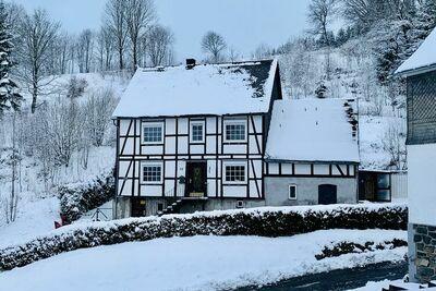 Grande maison de vacances près de Winterberg avec jardin, terrasse et garage