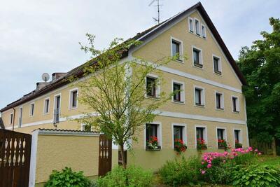 Maison de vacances cosy à Perlesreut, près de la forêt