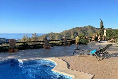 Villa spacieuse avec piscine privée et jacuzzi à Arenas