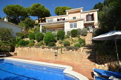 Belle villa avec piscine privée proche forêt en Catalogne