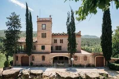 Gîte moderne à Castellnou de Bages près de la forêt