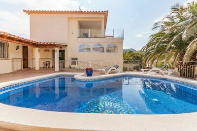Villa moderne avec piscine privée à Roses