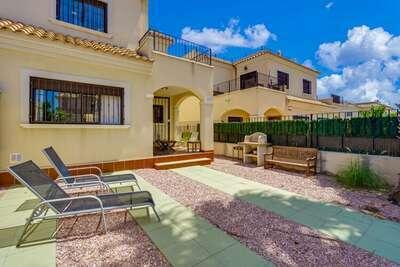 Maison de vacances spacieuse à Torrevieja, piscine partagée