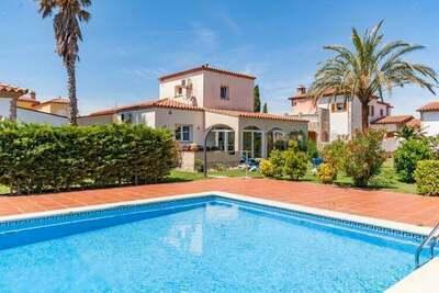 Fantastique villa à Torroella de Fluvià, avec piscine