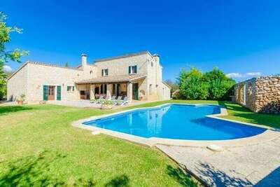 Grande villa à Lloseta avec piscine
