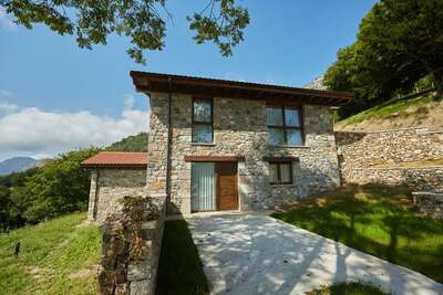 Belle maison de campagne composée de trois appartements à Cangas d'Onis