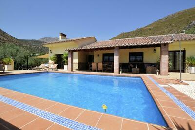 Villa de luxe à Alcaucín avec piscine privée