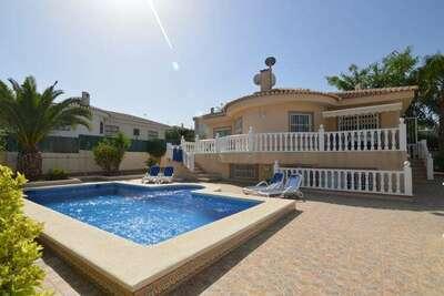 Villa spacieuse à Benijófar avec piscine