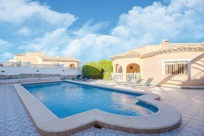 Belle Villa à Ciudad Quesada avec piscine