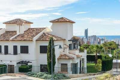 Maison de vacances confortable à Finestrat avec sauna