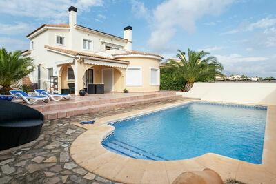 Belle villa 4 p avec piscine privée et jardin de palmiers