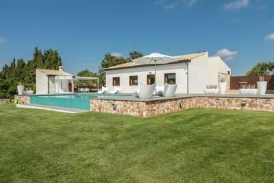 Demeure moderne avec piscine privée à Muro Majorque
