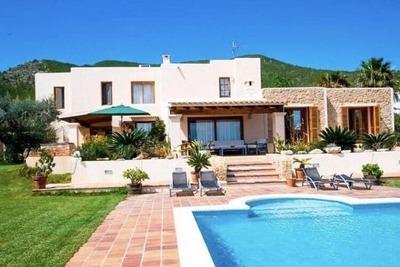 Villa spacieuse dans la ville d'Ibiza avec piscine