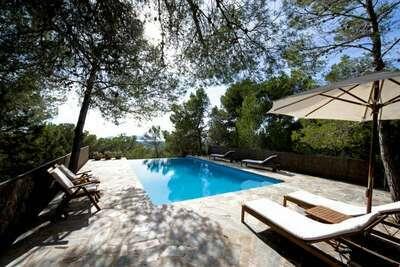 Maison de vacances paisible à Sant Jordi avec piscine