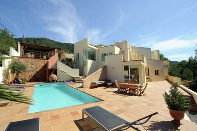Villa moderne à St Josep de sa Talaia avec piscine