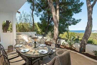 Magnifique villa au bord de la mer avec piscine à Ibiza