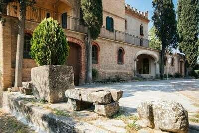 Demeure moderne à Castellnou de Bages près de la forêt