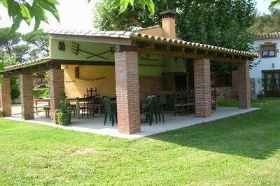 Confortable gîte avec piscine à Riudarenes