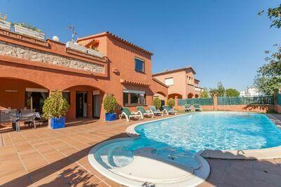 Maison de vacances confortable à Gérone avec piscine