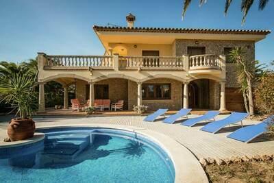 Maison de vacances séduisante à Gérone avec piscine