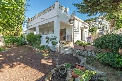 Maison moderne avec terrasse privée à Roses en Espagne