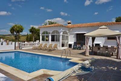 Villa de luxe avec piscine privée à Almogía Andalousie