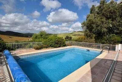 Belle maison de vacances avec piscine privée à Almogía