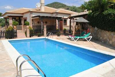 Villa traditionnelle en Andalousie avec terrasse et piscine