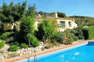 Gîte confortable à Los Nogales avec piscine privée