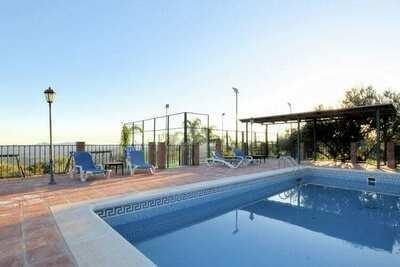 Gîte confortable avec piscine à Periana