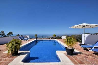 Villa magnifique à Sayalonga Costa del Sol avec piscine