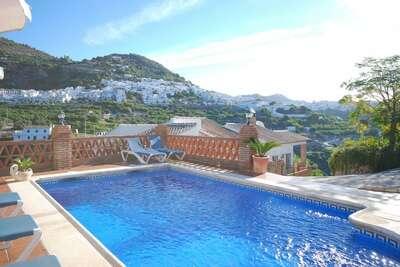 Belle villa avec piscine à Frigiliana
