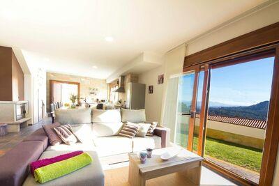 Maison de vacances spacieuse avec Piscine à Poio, Galice