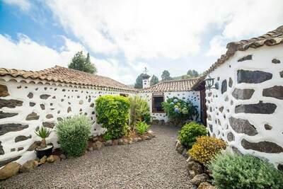Spacieuse maison de vacances à El Amparo dans la forêt