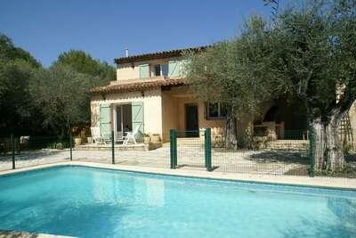 Villa spacieuse avec jardin clôturé, piscine privée et à proximité de Grasse!
