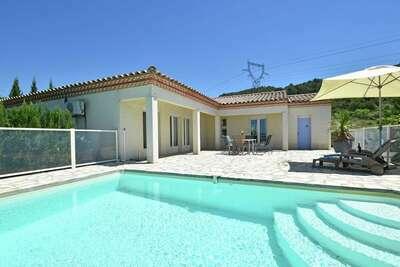 Villa dans un cadre paisible avec piscine privée à Oupia