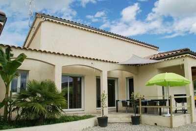 Maison de vacances moderne avec piscine chauffée à Pradons