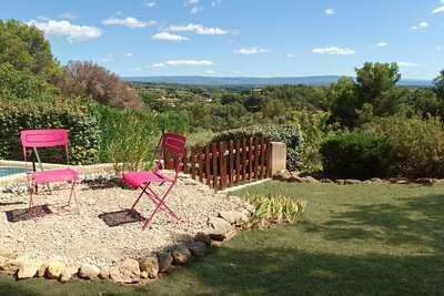 Villa moderne avec piscine privée chauffée près du Mont Ventoux.