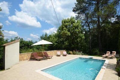 Maison de vacances avec piscine privée à Nans-les-Pins