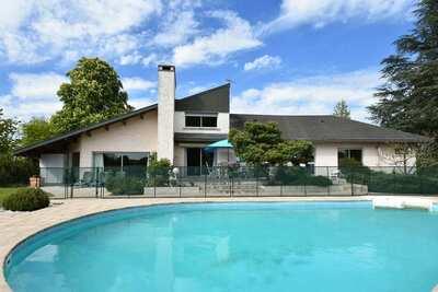 Superbe maison de vacances avec piscine privée à Decize